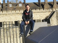 2014.04.13 London. Sitting in front of a wall of the famous fortress called the Tower's