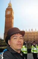 2014.04.17 London. Me in an English bowler hat, bobbies and Big Ben in the background