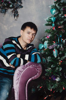 2016.01.04 Me and the New Year's tree after celebrating 2016