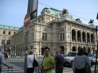 2016.09.16 The Vienna State Opera (Wiener Staatsoper) is one zebra crossing away from me