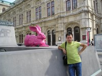 "2016.09.16 Just another mix of classic (the Vienna State Opera, Wiener Staatsoper) and modern ""art"" (a pink rabbit that is could be the symbol of Albertina Passage Dinner Сlub downstairs)"