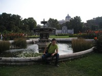 2016.09.16 Sitting on the border of a pond with a fountain in the People Garden (Volksgarten) of Vienna