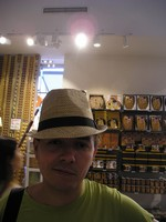 2016.09.16 Tried a hat in one of Viennese souvenir shops, along with a happy face of an Austrian burgher :-)