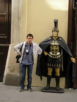 2016.09.18 A Roman legionary… in Vienna, and I am trying to repeat his face and pose :-)
