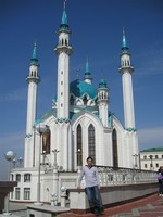 2017.04.29 In Kazan (Tatarstan, Russia) in front of the Qol Sharif Mosque wedged into the Kazan Kremlin