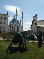 2017.04.29 In the Kazan Kremlin (Tatarstan, Russia) under a giant butterfly that supposedly was a caterpillar once, and then possibly will become a shaped bush :-)