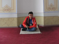 2017.09.30 Such a tricky pseudoMuslim with prayer beads, sitting on a prayer mat in one of the Topkapi Palace's prayer rooms (Istanbul, Turkey)