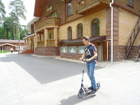 "2018.07.13 I am riding a scooter on the territory of the ""Pearl of the Golden Ring"" park hotel"