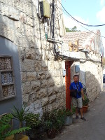 2018.09.07 For Jerusalem streets it is typical to use the same stone in construction/decoration of houses and a completely infernal mess of wires