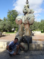 2018.09.08 I am pulling a cat's tail :-) more precisely, two cats, more precisely, lionesses – sculptures of the Linons Fountain in the Bloomfield park of Jerusalem