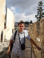 2018.09.09 A view along the walls of the Old City of Jerusalem to Dome of the Rock (above my head)