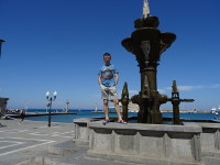2019.05.31 With the fountain in front of the Saint Nicholas Bay with the pillars of the Colossus of Rhodes.