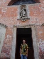 2019.10.03 At the entrance to the Church of Saint Bonaventura at the Palatine, a fairly young (XVII century) one as compared to the ancient Rome.