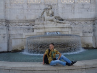 "2019.10.03 With the ""Tyrrhenian Sea"" fountain (at the right part of the Vittoriano) in an imitating pose."