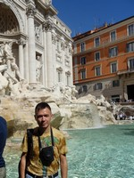2019.10.03 At the right side of the Trevi fountain in Rome.