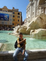 2019.10.03 I'm going to throw a coin for happiness into the Trevi fountain in Rome.
