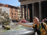 2019.10.03 I'm cooled by a fountain of the Renaissance (1575) at Rotonda (Pantheon) Square in Rome.