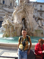 2019.10.03 At the Fountain of 4 Rivers (Fontana dei Quattro Fiumi) on Navona Square (Piazza Navona) in half a length.