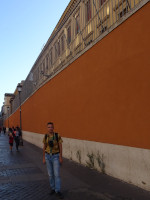 2019.10.03 Along a wall of the Vatican in Rome (the state inside the state).